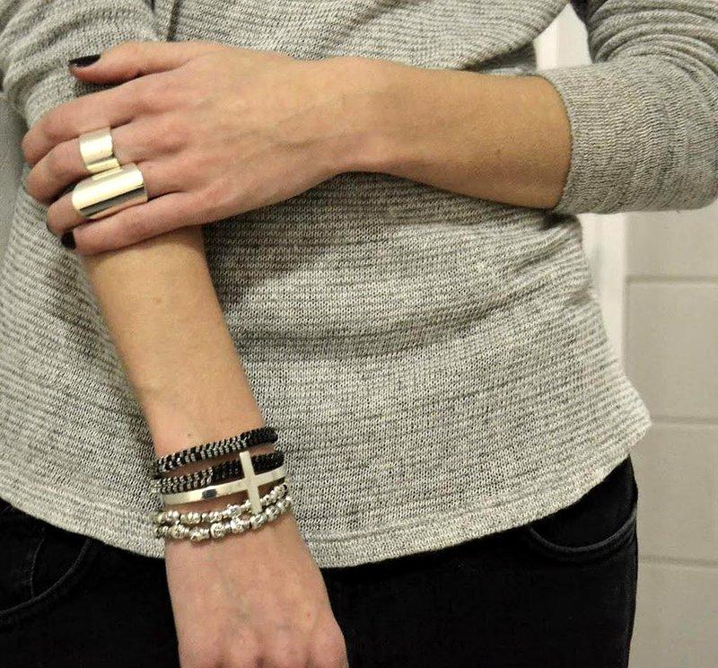 На какой руке носят браслеты - как правильно подобрать и носить браслет?   Ювелирум