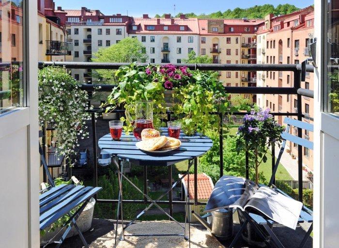 Небольшой садик на балконе.
