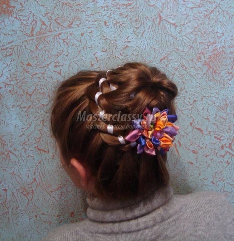 прически для девочек. Плетение кос с лентой