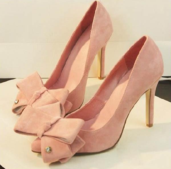 Розовые туфли с острым носом и бантом