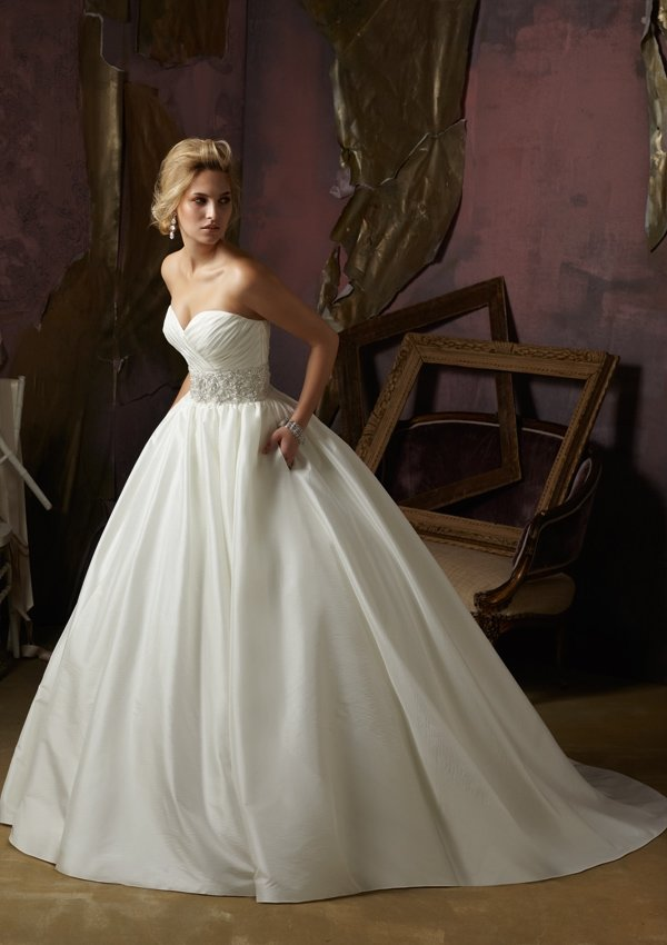 Style 4963 - пышное свадебное платье