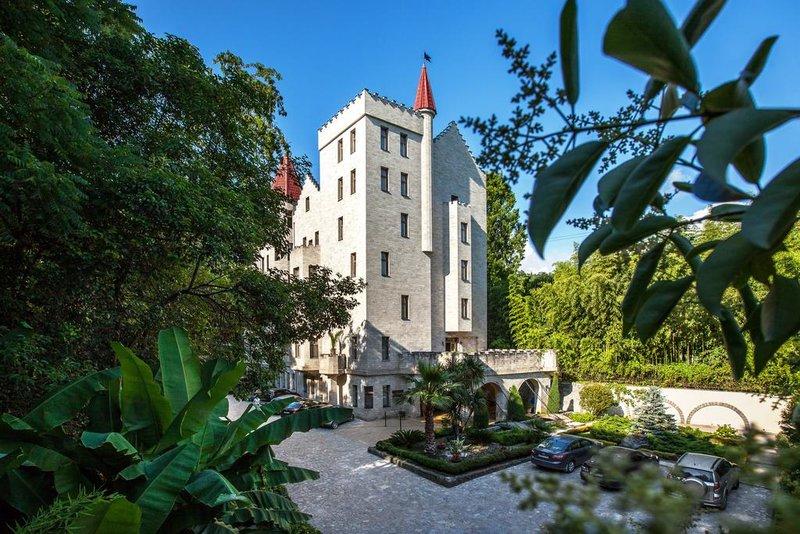 """Отель """"Вилла Анна"""" спроектирован в стиле шотландского замка 16 века."""