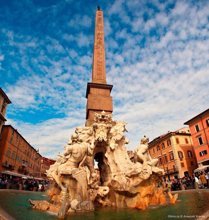 Фонтан Четырех Рек Лоренцо Бернини - одна из главных достопримечательностей Рима