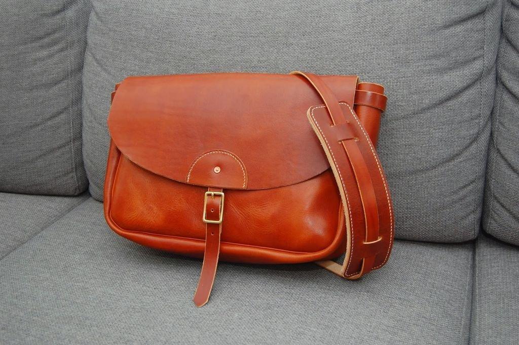 руками своими кожаные сумочка
