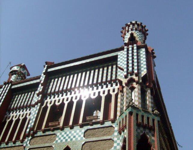 Дом Висенса: угловая башенка подчеркивает восточные мотивы