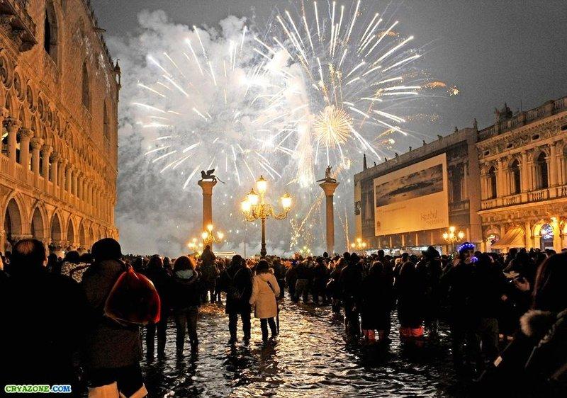 Красивые Новогодние огни в Венеции