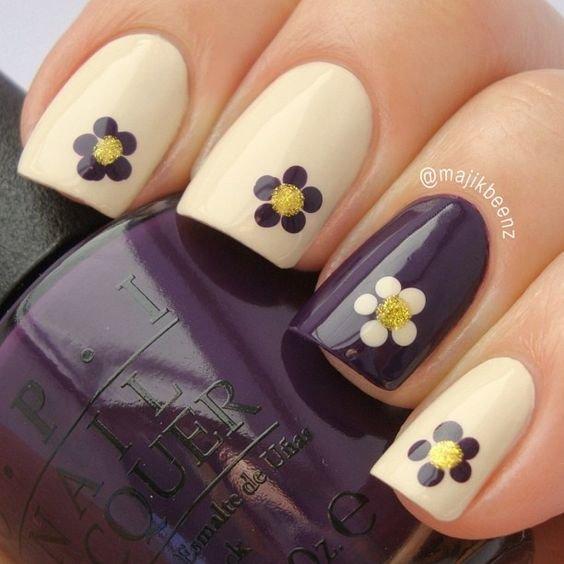 Стильный маникюр с цветами