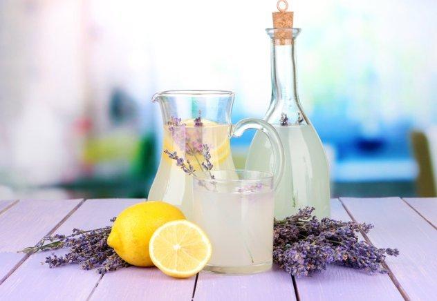 Домашний лавандовый лимонад избавит от стресса и головных болей