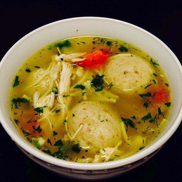 Куриный суп с овощами и клецками