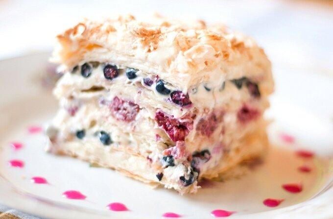 Торт «Джулия» с ягодами и безе