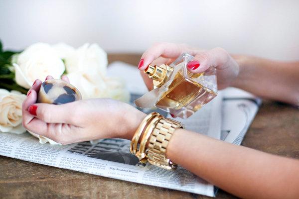9 секретов: как наслаждаться любимым ароматом весь день | Look.TM