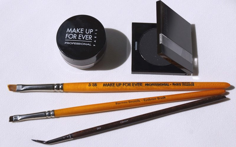 Beauty Unearthly: Make Up For Ever Eyeliner brush #260 Straight Review