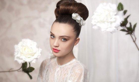 Невеста шатенка с зелеными глазами
