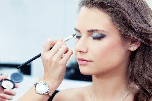 В макияже делай акцент на губы или на глаза