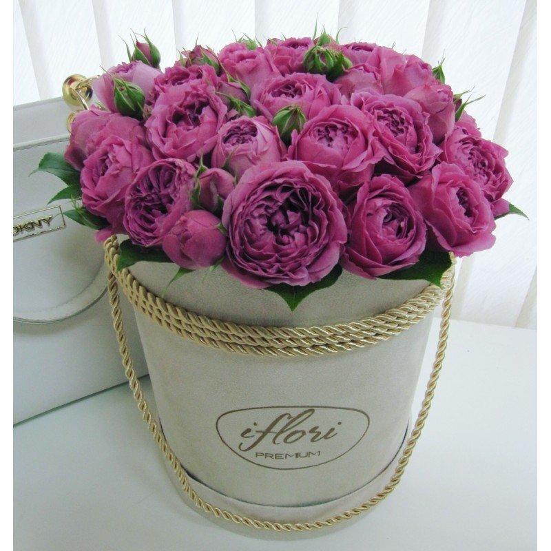 Короля королевы, розы в коробке открытки с днем рождения