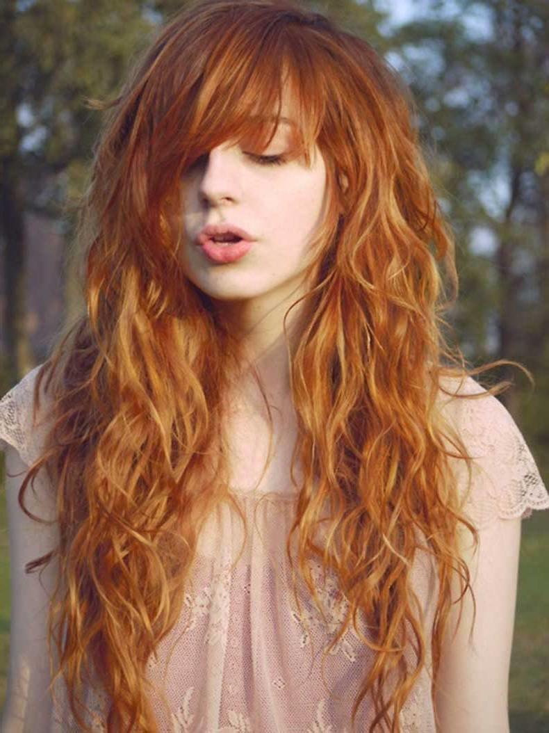 стрижки на длинные волнистые волосы объемной вышивки привлекательна