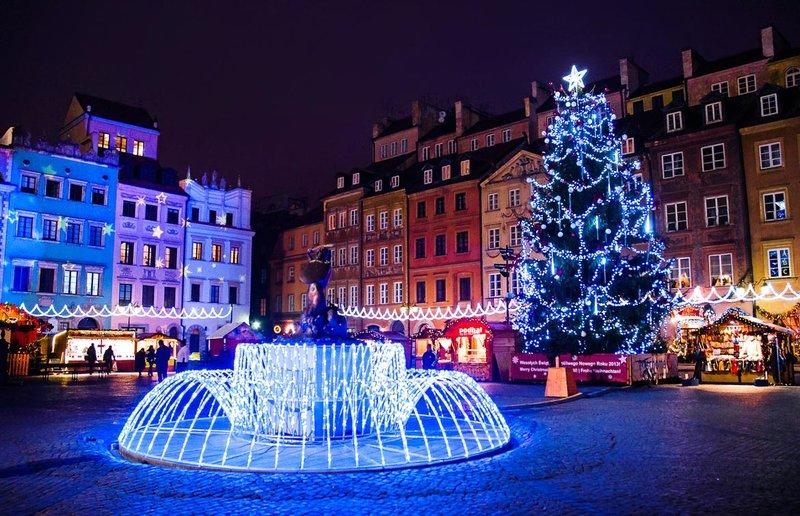 Фонтан на Новый год в Варшаве.