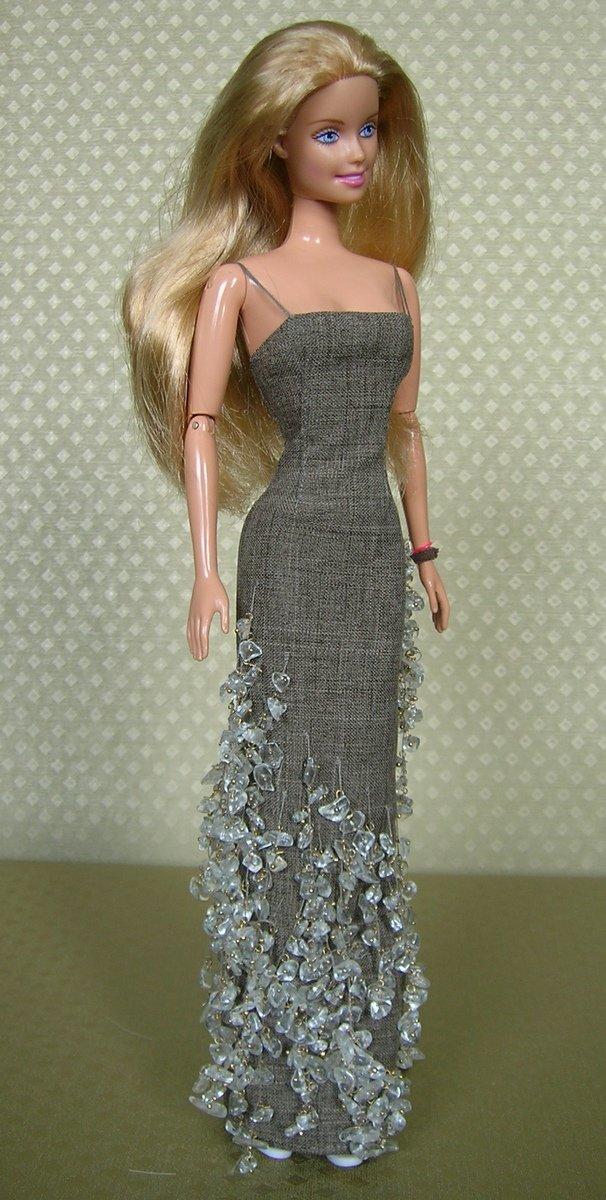 серое платье со стразами