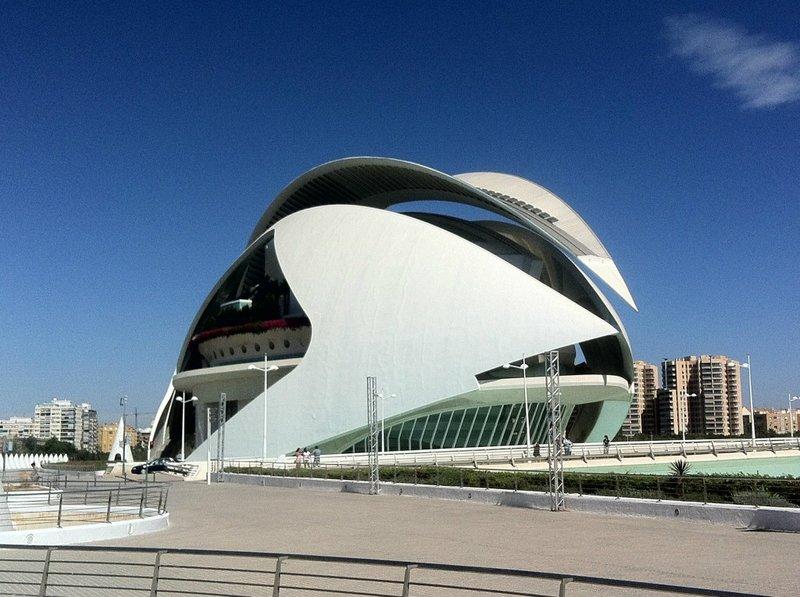 Modern Architecture in Spain - Mundo-Guides Palace of Arts Reina Sofia (Valencia Opera House)