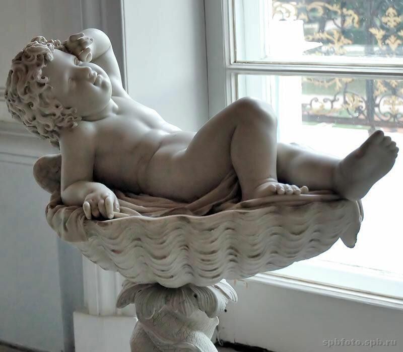 Ампир в интерьере – стилевое направление, формирование которого началось в девятнадцатом веке.