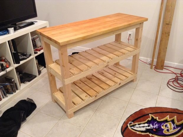 Такая стойка хорошо подходит для маленькой кухни, в которой мало свободного места для приготовления пищи.