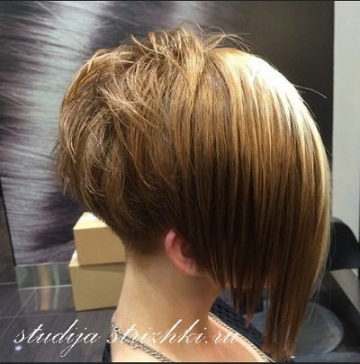 Прическа каре на ножке фото на короткие волосы вид сзади