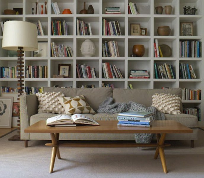 Идеи оформления книжных полок вдохновляют не меньше чем книг.