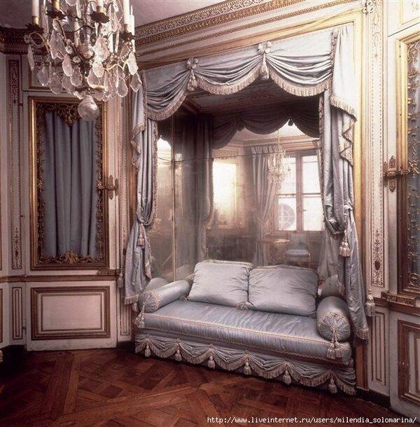 Роскошь, удобство, красота, натуральность, верность традициям - вот основные черты викторианского стиля. Своё название он получил по имени королевы Виктории, ибо зародился именно в её правление