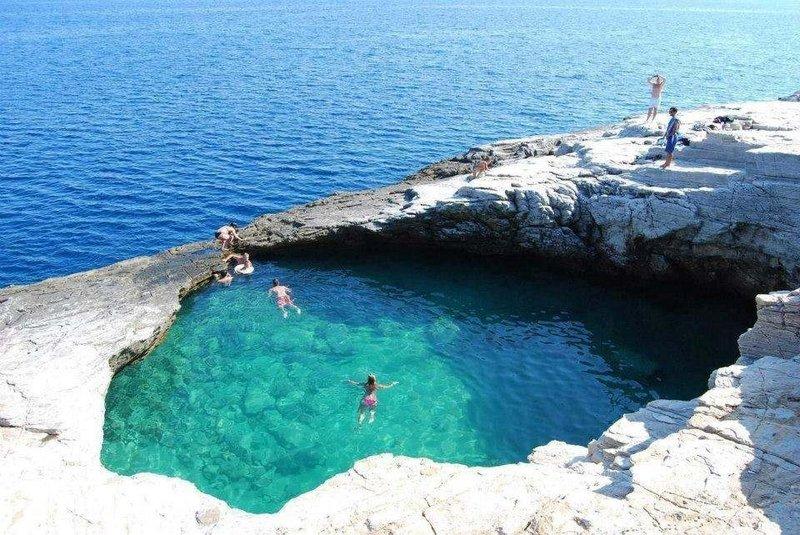 Удивительный природный бассейн Гиола на острове Тасос, Греция