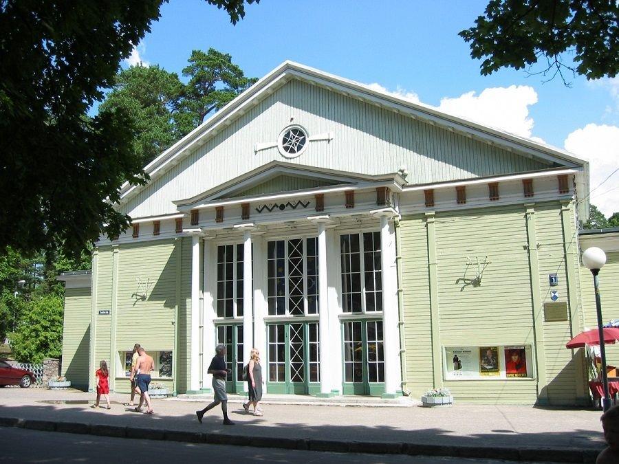 Афиша концертного зала в дзинтари
