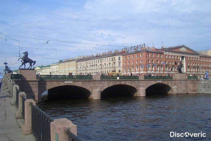 Этот мост является самым важным не только в Северной столице, но и вообще в России. Его можно смело назвать одной из визитных карточек России