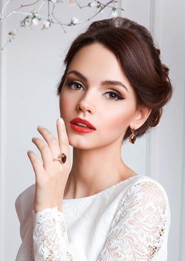 Выразительный, яркий и женственный свадебный макияж с акцентов на губах и глазах