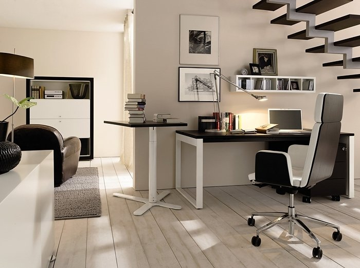 Домашний кабинет в строгом стиле