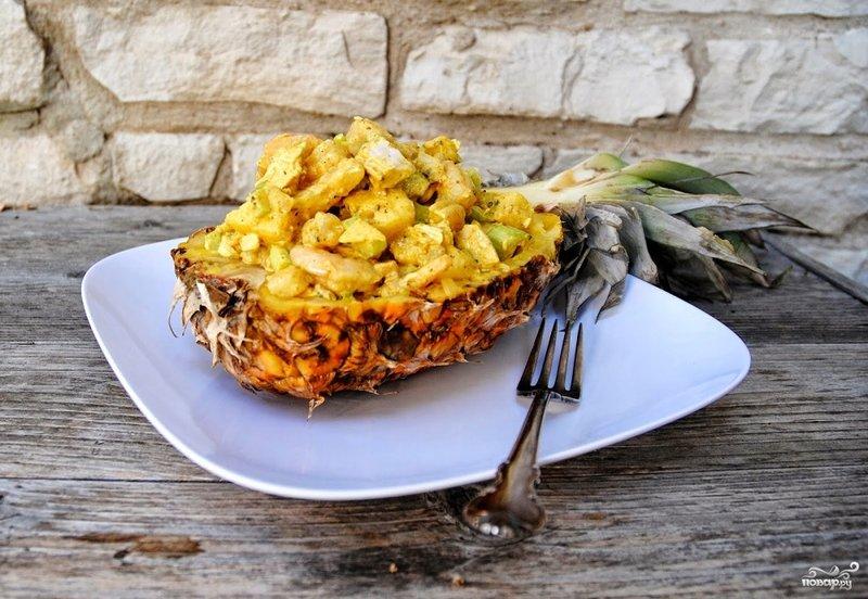 Салат из курицы с ананасом - праздничный салат с тропической ноткой.