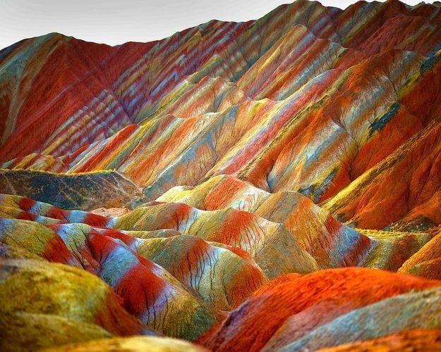 Цветные скалы