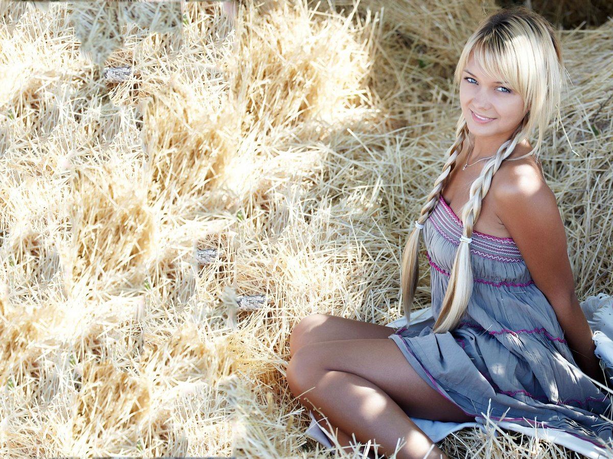 горячие тела фото деревенских девушек с косой блондинка