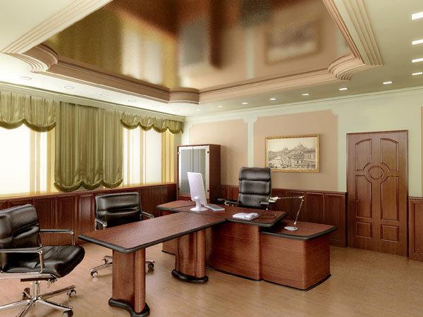Классическая кабинетная мебель в темных тонах отражается в матовом зеркальном потолке.