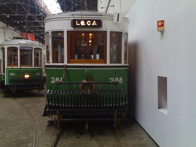 В музее трамваев можно подробнейше ознакомиться с тем, как изменялся внешний вид этого вида транспорта на протяжении всей его истории. На рельсах стоят десятки трамваев самого разного времени, большинство из которых не просто отреставрировано, но и находится на ходу. На некоторых трамваях можно…