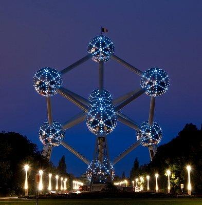 Фото Атомиума в Брюсселе, Бельгия. Большая галерея качественных и красивых фотографий Атомиума, которые Вы можете смотреть на нашем сайте...