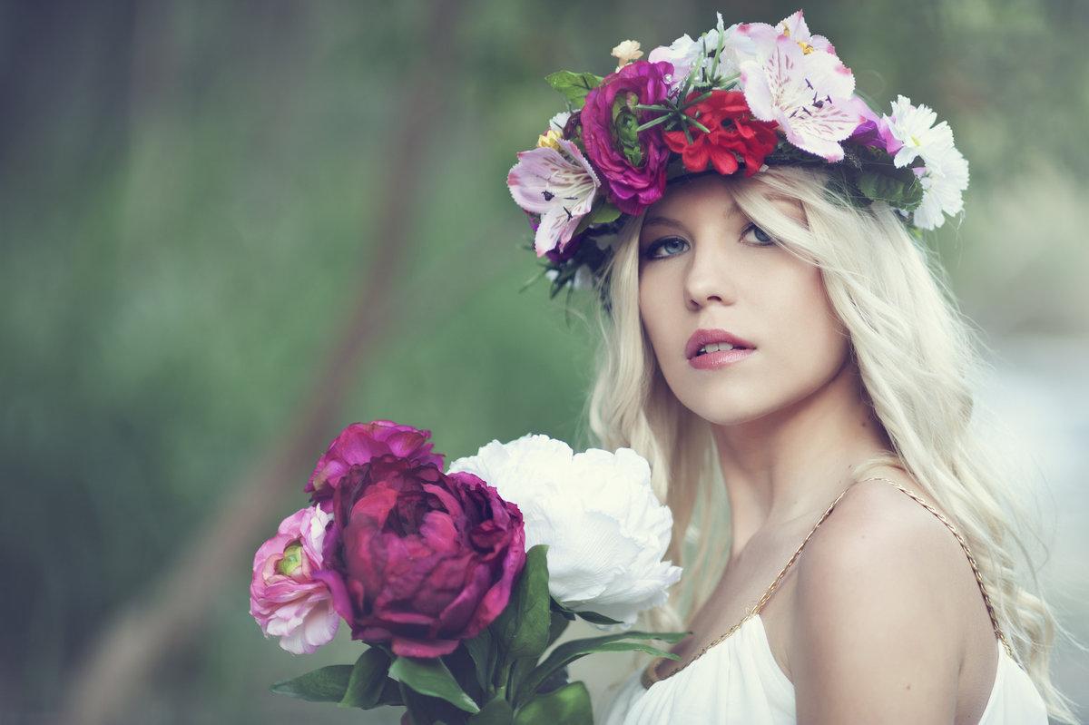 Картинки крутых девушек с цветами