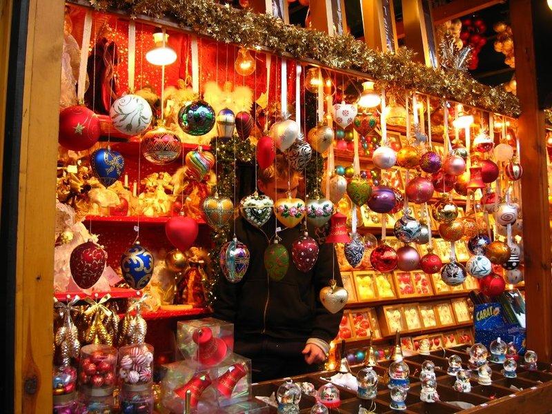 Для жителей района организовали не только продажу вкусностей и различных изделей на Рождественскую тематику, но и настоящий праздник с конкурсами