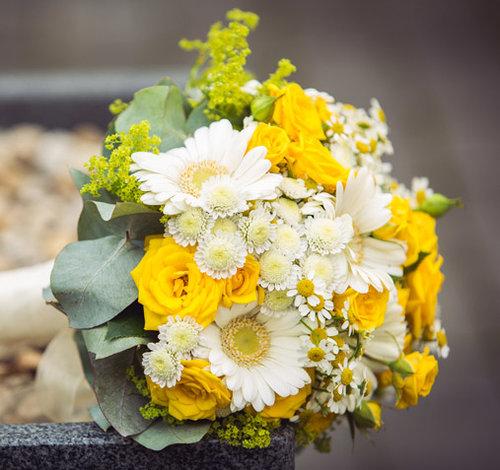 Жёлтые свадебные букеты