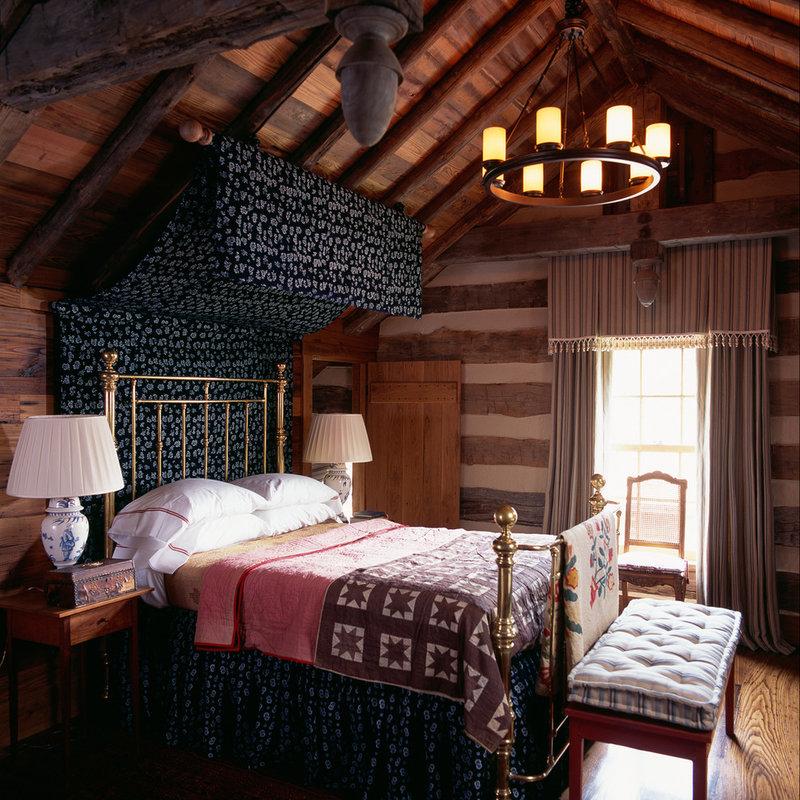 Кованая кровать в стиле кантри на даче.
