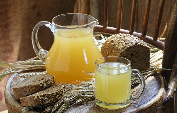 Мало какой напиток может соперничать с домашним квасом из овса по своей лечебной силе. Польза овсяного кваса неоспорима, а вред ограничен рядом заболеваний.