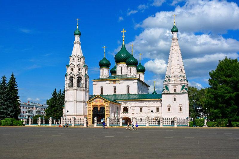 Россия — страна величественной природы и древнерусского зодчества, является крупнейшей страной в мире..