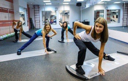 Чтобы разнообразить фитнес упражнения, ведущие к идеальным пропорциям тела, можно заниматься слайд-аэробикой (на начальном этапе с инструктором, потом – дома самостоятельно). Ваш силуэт обретет совершенные формы...