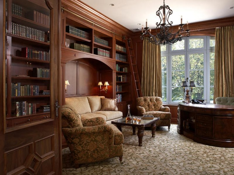 Кабинет в классическом стиле с книжными шкафами