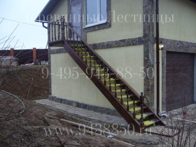 Уличная лестница из лиственницы деревянные лестницы.