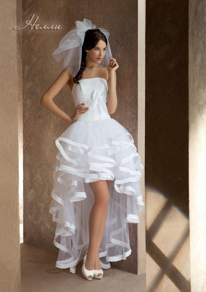 Короткое свадебные платья со шлейфом