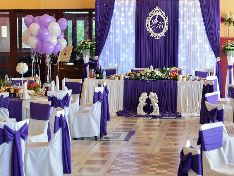 Оформление зала на свадьбу в цвете сиреневом